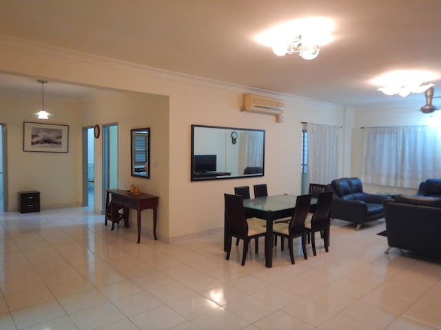 Spacious & cosy 3BR aprmt in Damansara Perdana! - Petaling Jaya - Apartment