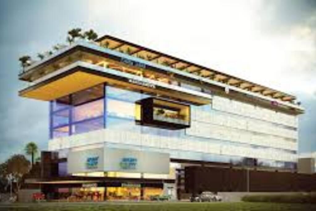 Fachada Principal del Edificio Norte