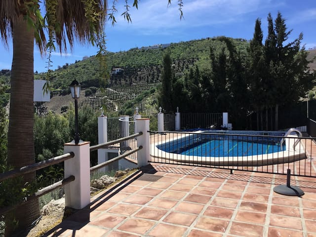 Casa de campo con magníficas vistas - Iznate - Hus