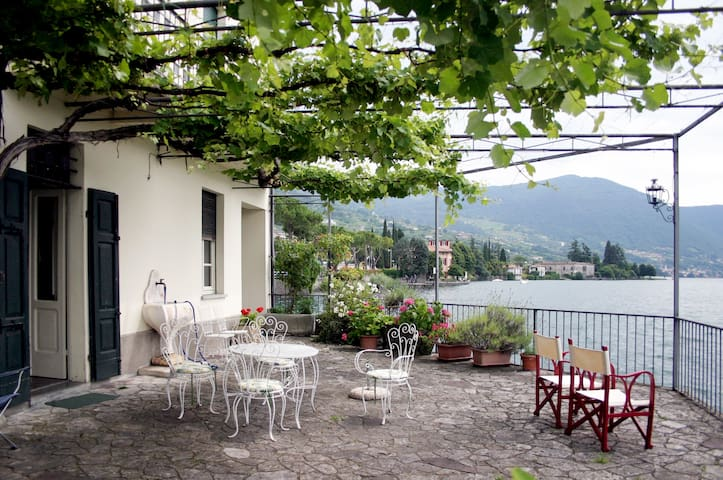 Beautiful house on the Iseo lake