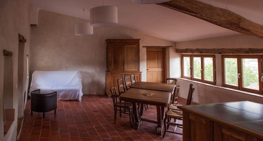 500 years old house, 4th floor - Céreste - บ้าน