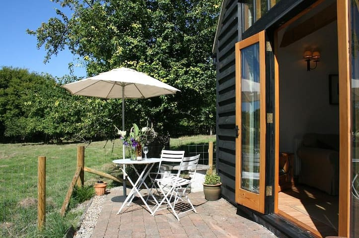 The Barn, Fishponds Cottage Sleeps 4 a luxury cottage in a rural location at the foot of the North Downs in an area of outstanding natural beauty.