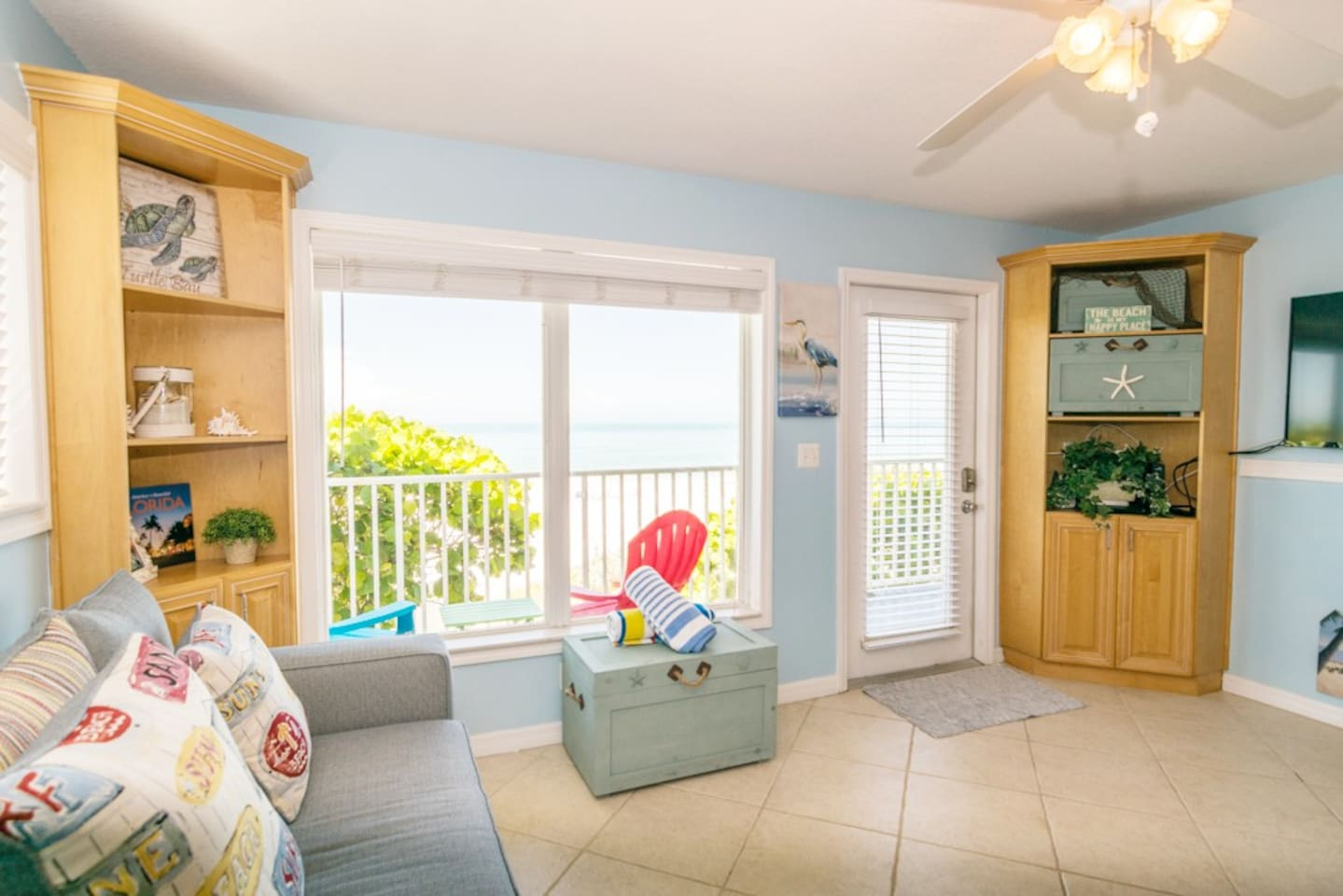 Cozy beachfront bliss! Enjoy viewing the beach right from your living room or sit out on the porch and relax to the hum of the waves.