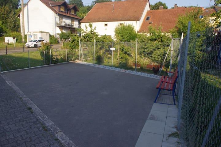 Parkplatz für Gäste (3 Stellplätze)
