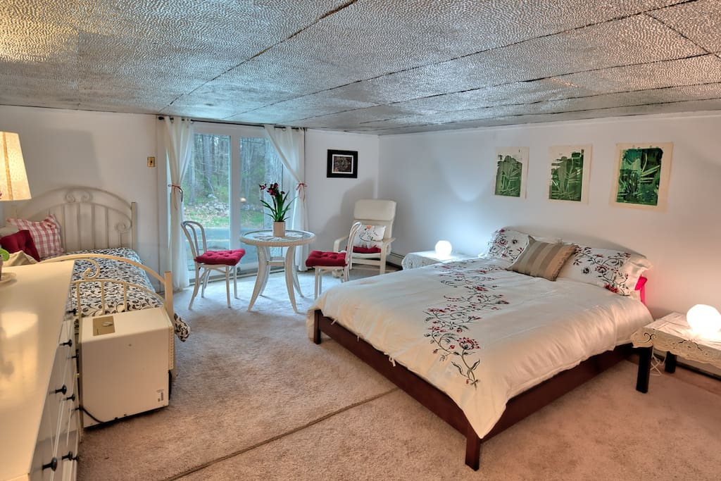 this is the bedroom for the listing called pink house - different price but also available