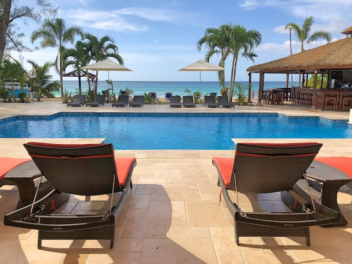 Beachfront Villa With Pool and Bar (Fully Staffed)