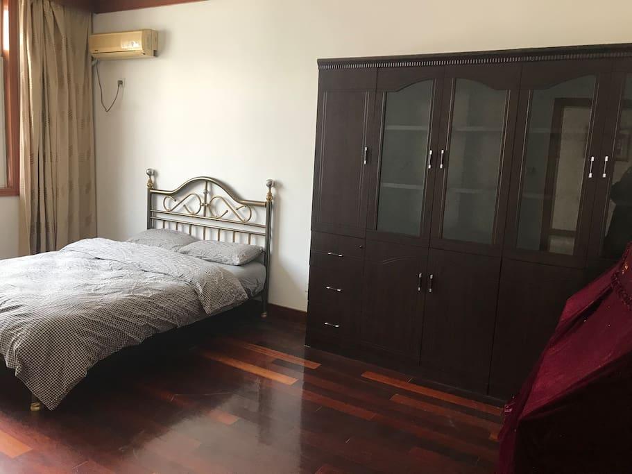 房间二 1.5*2.0m双人床