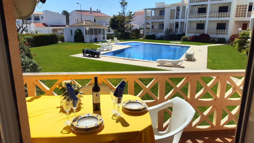 Beach Grove Apartment with Pool & Garden Views - Albufeira - Apartment