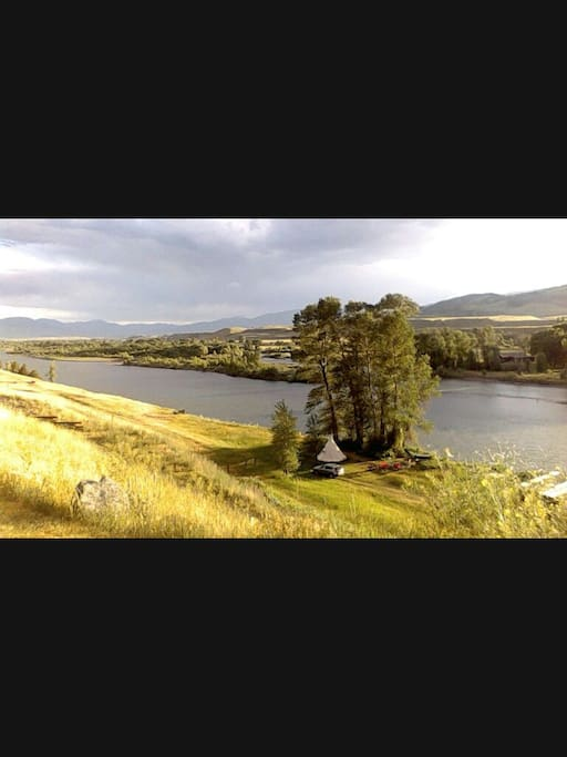 Dreamy location on  the banks of the Yellowstone River....