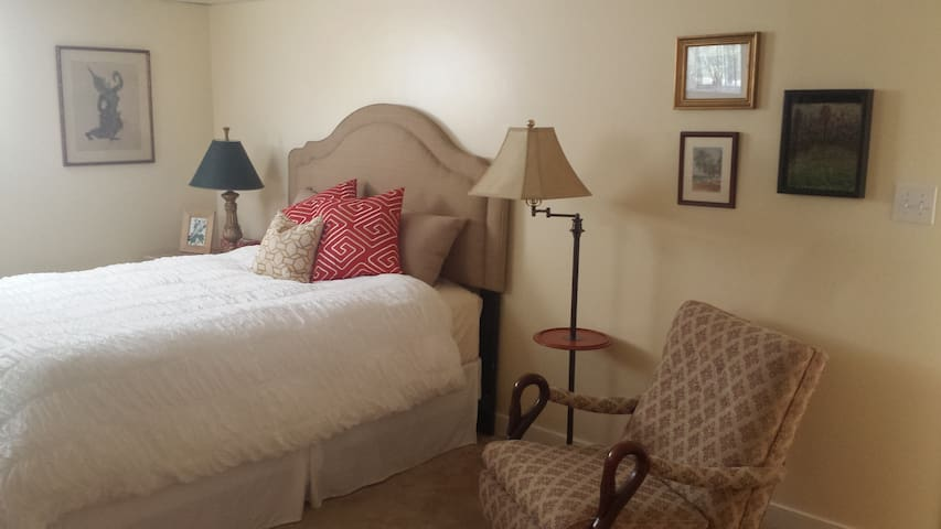 Quiet Country Retreat - Charles City - Dom