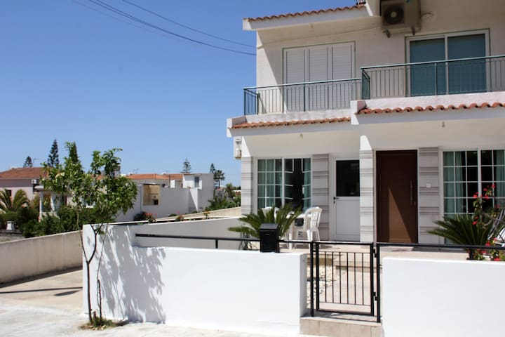 Tauro's Holiday House, 2 bedrooms, Larnaca