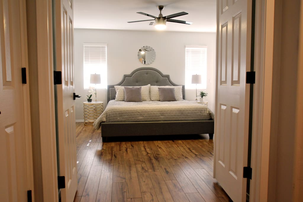 Cozy Master bedroom with King Size Bed & luxurious Bamboo sheets