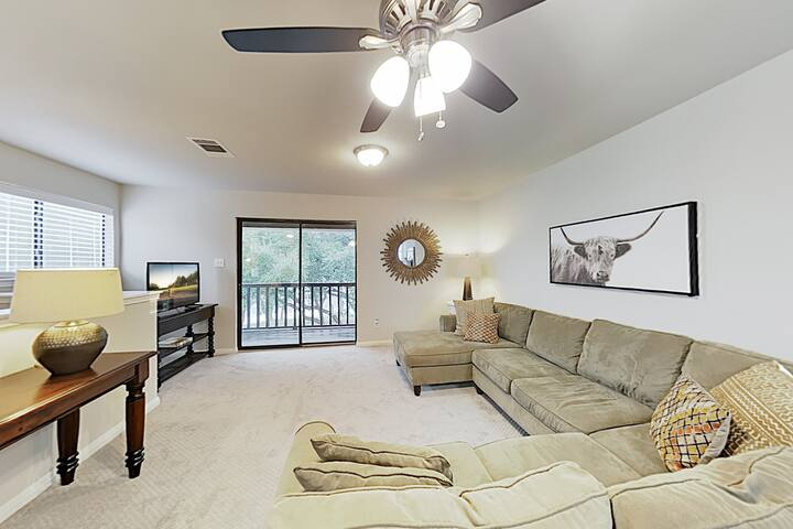 New Listing! Hill Country Getaway w/ Large Balcony