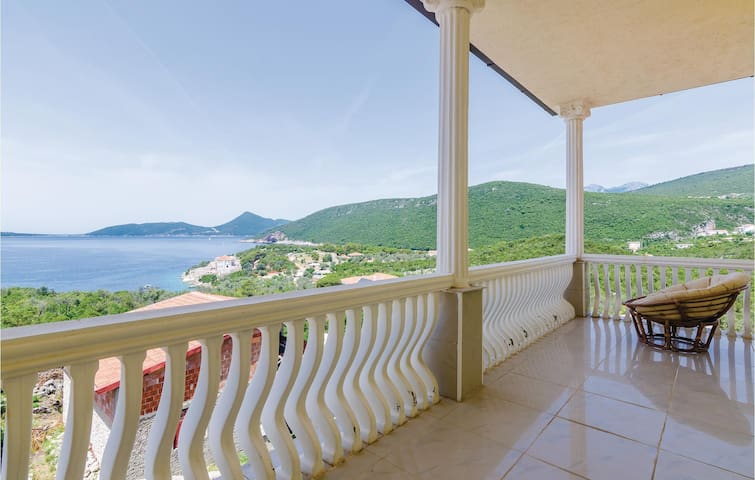 Holiday cottage with 4 bedrooms on 148m² in Herceg Novi