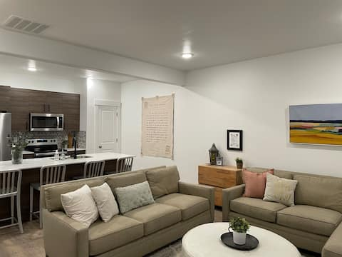 New Townhouse - great for families & small groups