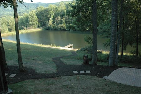 The Cabin by the lake in the Blue Ridge Mountains - Roseland - Cabana