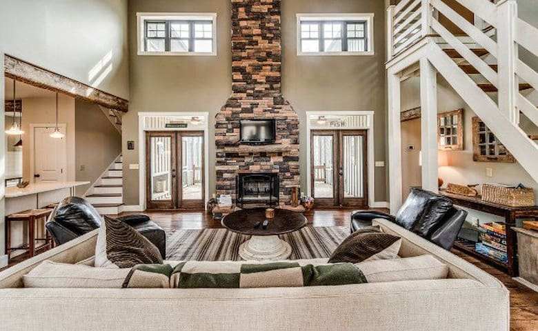 Hollow Haven Upscale Vacation Home
