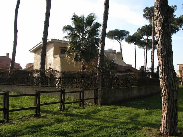 Accogliente Villa immersa nel verde - Ardea - Huvila