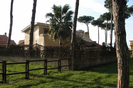 Accogliente Villa immersa nel verde - Ardea - วิลล่า