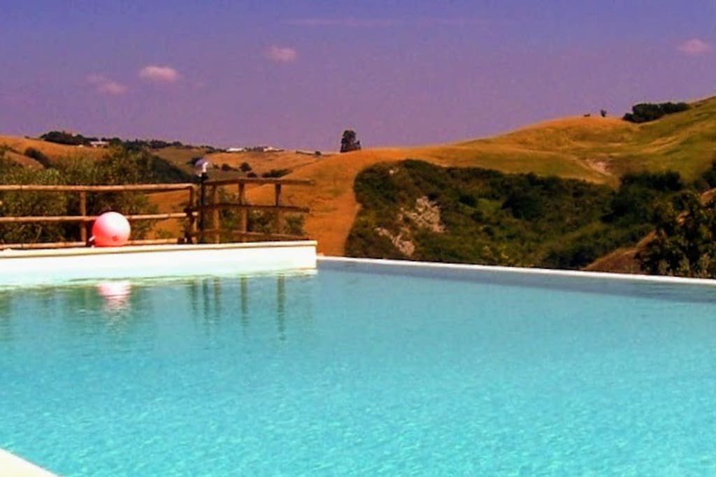 Casa di Meo swimming pool with infinity edge