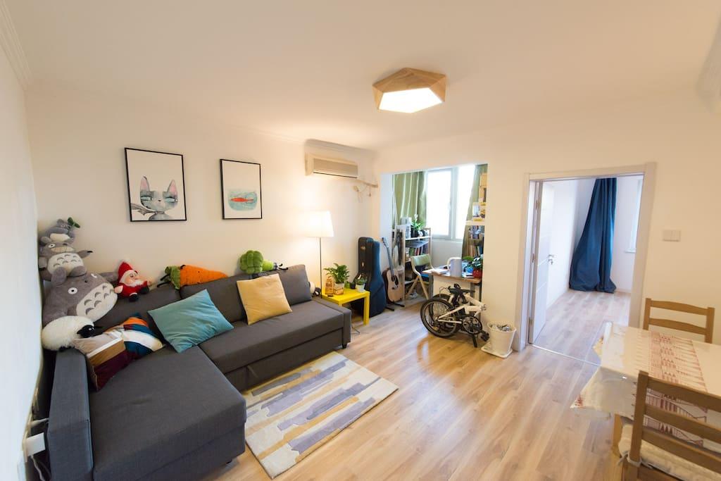 客厅, 沙发可以变成1.5x2米的沙发床, Living Room, The Sofa could  change to Double-Bed