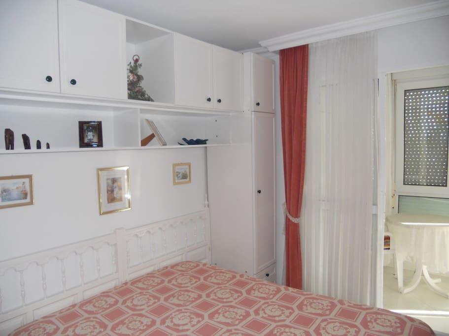 Amplio dormitorio principal con terraza independiente