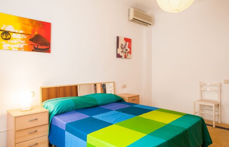 Double room with parking - Cornellà de Llobregat - Dům