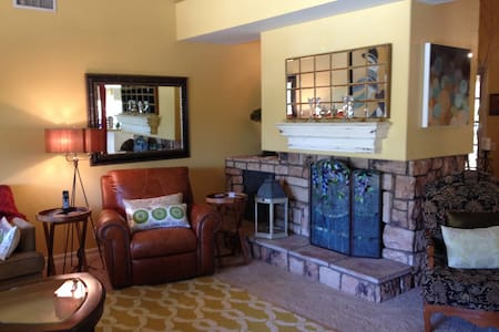 """ The Oasis"" Private room in beautiful home! - Yorba Linda"