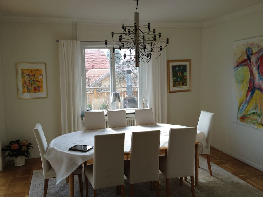 Dining room, 8 chairs.