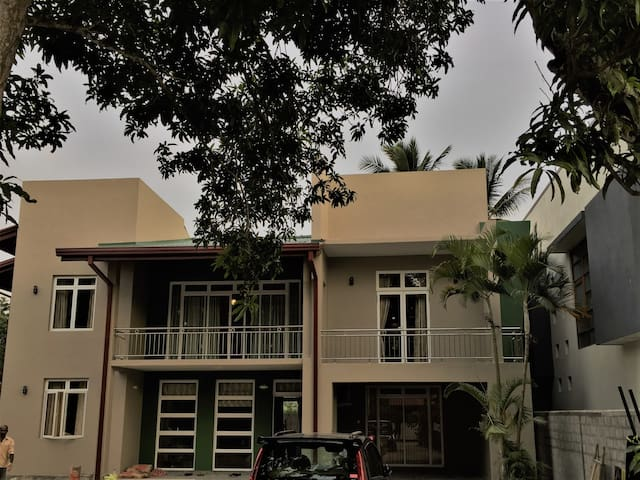 Executive Bungalow near Colombo Airport
