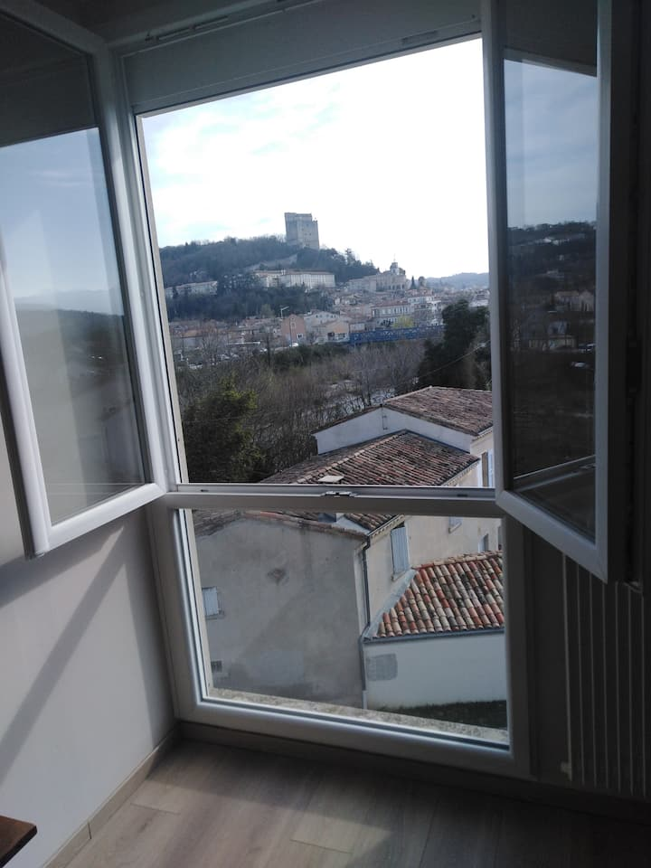 Loue chambre avec belle vue sur la Tour de Crest