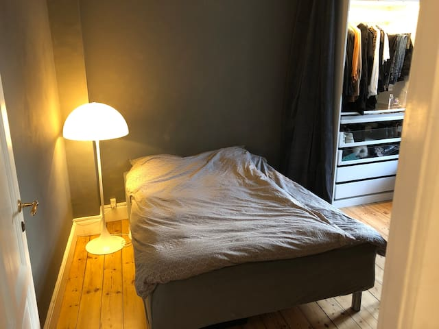 15 sqm light clean room with privat shower