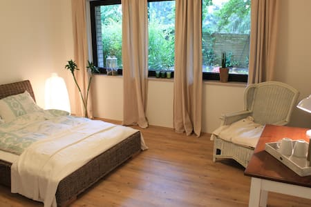 Separate apartment in  a lovely family home - Dusseldorf