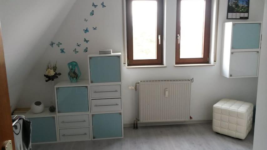Dachgeschosszimmer  - Speyer - Wohnung
