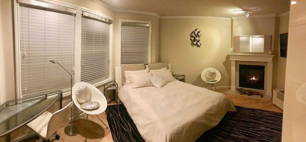 **Cozy Modern Room With Private Street Entrance**