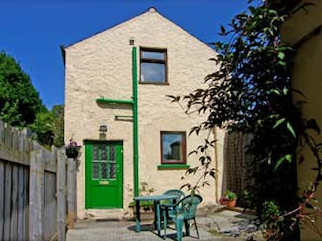 Cosy cottage for 2 seaside location - Ballycastle - House
