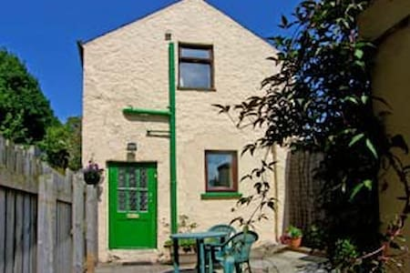 Cosy cottage for 2 seaside location - Ballycastle