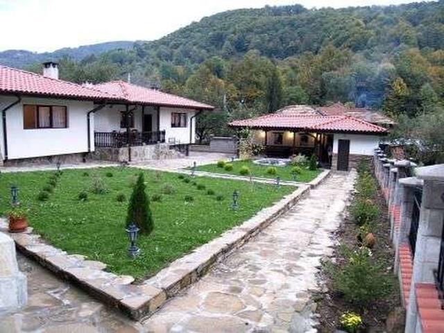die drei Häuser - Beli Osam - House