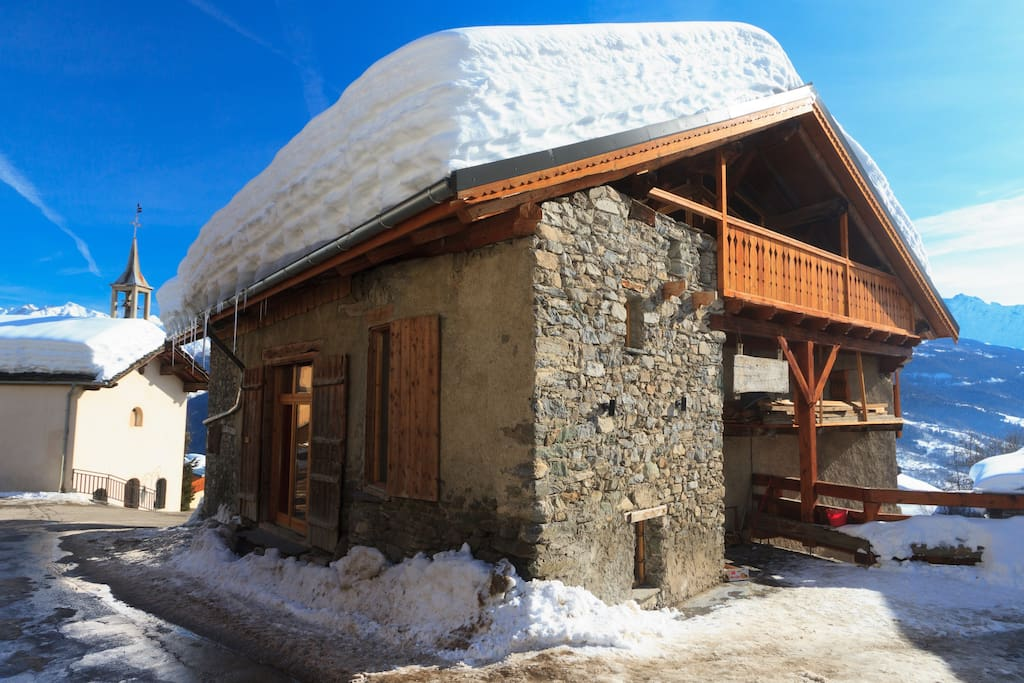Chalet Tarine and village chapel