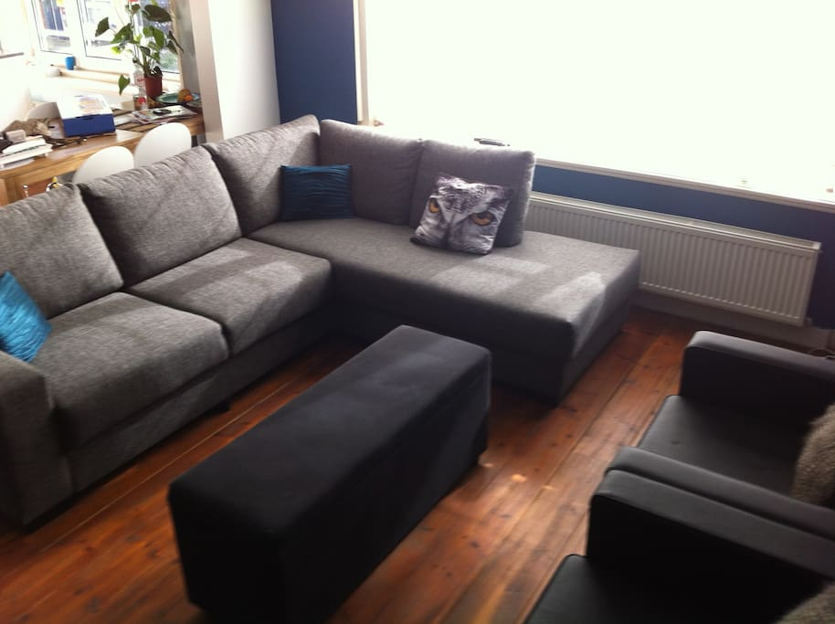 Spacious living room - cable, internet and Apple TV here!