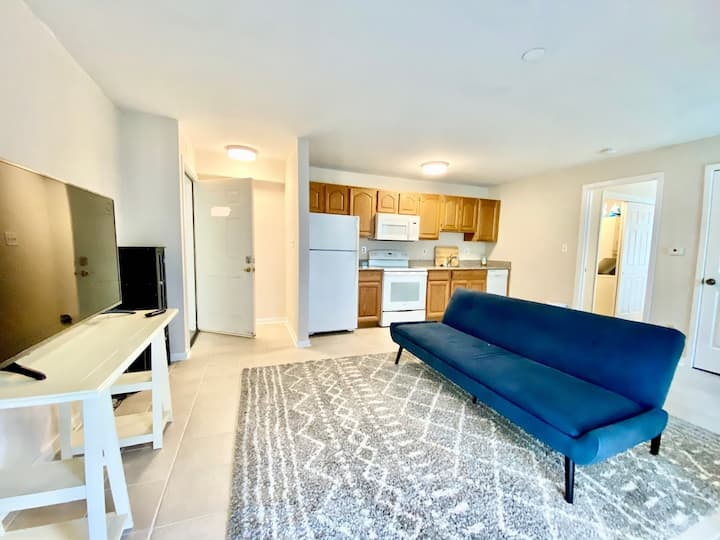 Comfortable 1 Bed Apt w/ Gym and Pool