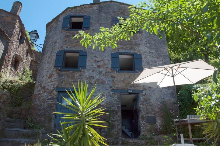 Casa em xisto na aldeia do Talasnal - Lousã - Huis