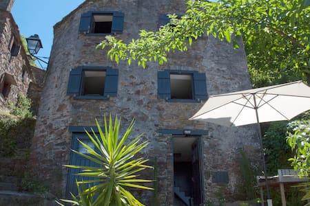 Casa em xisto na aldeia do Talasnal - Lousã - Hus