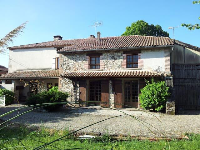 Grande Maison avec  Piscine et SPA - Feugarolles - Rumah