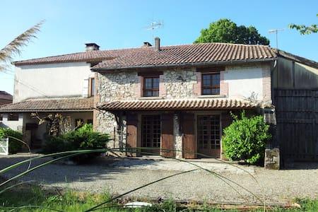 Grande Maison avec  Piscine et SPA - Feugarolles - บ้าน