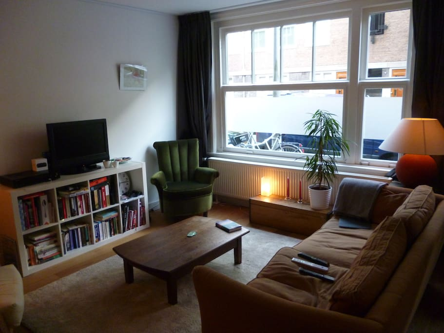 Great open livingroom with diner table and comfortable couch!