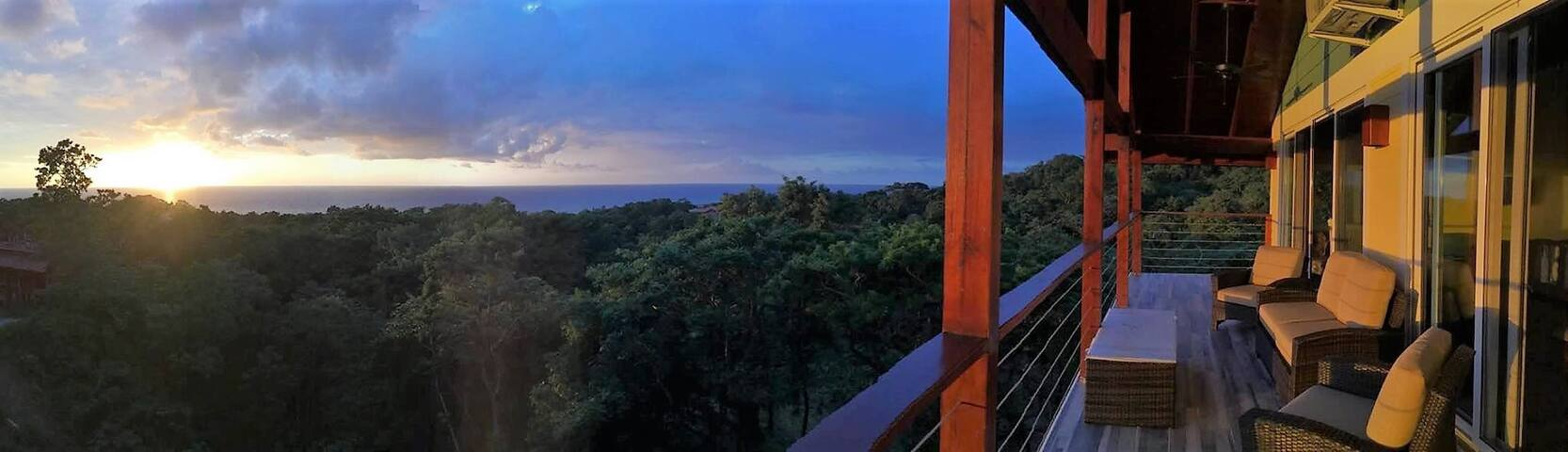 'Treetop House' overlooking jungle and Caribbean