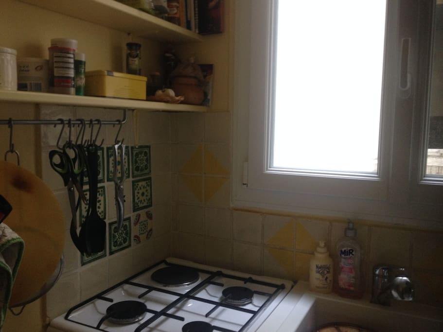 gazinière et fenêtre