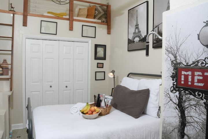 Charming Historic Room in West Charlotte