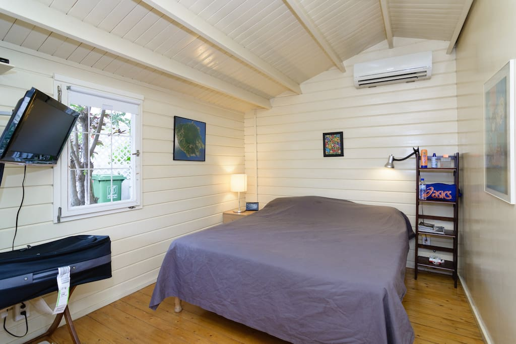 Double bed, TV and AC